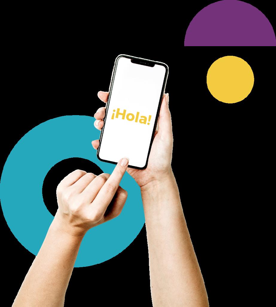 """Imagen de Contacto - Se visualiza un teléfono celular con el mensaje """"Hola"""""""